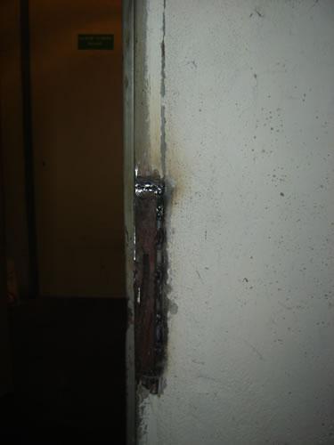obrázek: Oprava rámu dveří navařením ocelového plátu